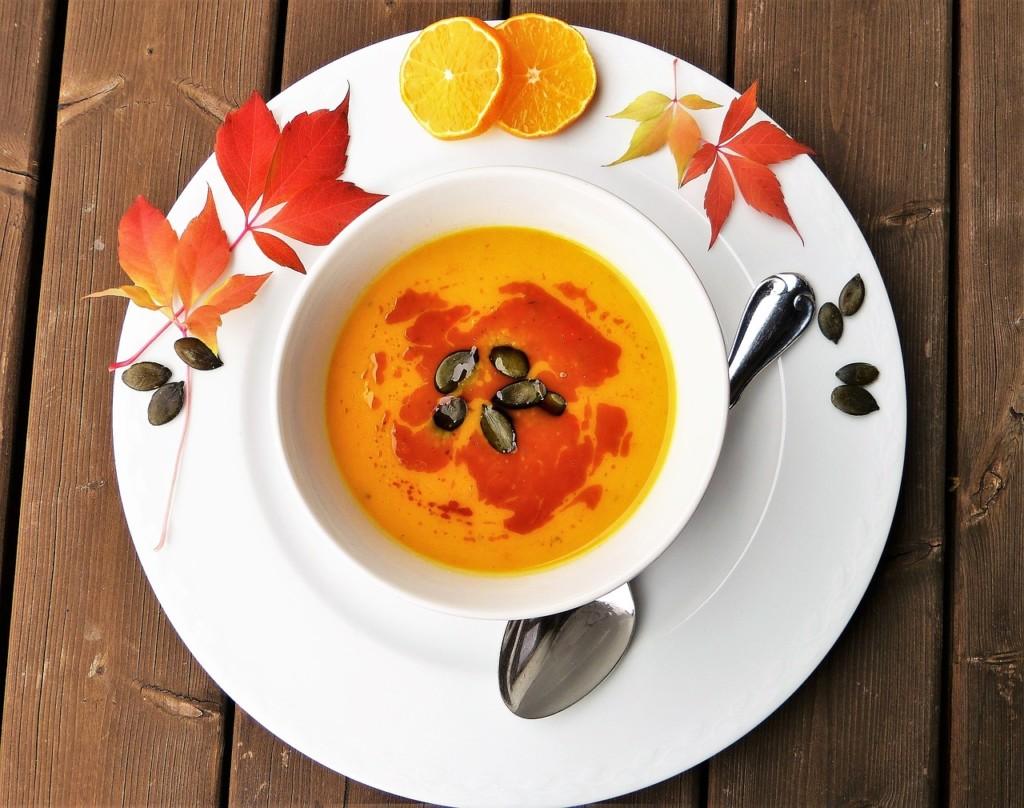 Krémová-polévka-z-dýně-Hokkaidó-s-chia-semínky-a-bylinkami-2 - Krémová polévka z dýně Hokkaidó s chia semínky a bylinkami