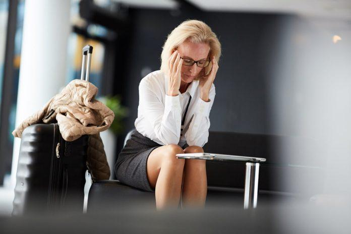 žena s bolestí hlavy