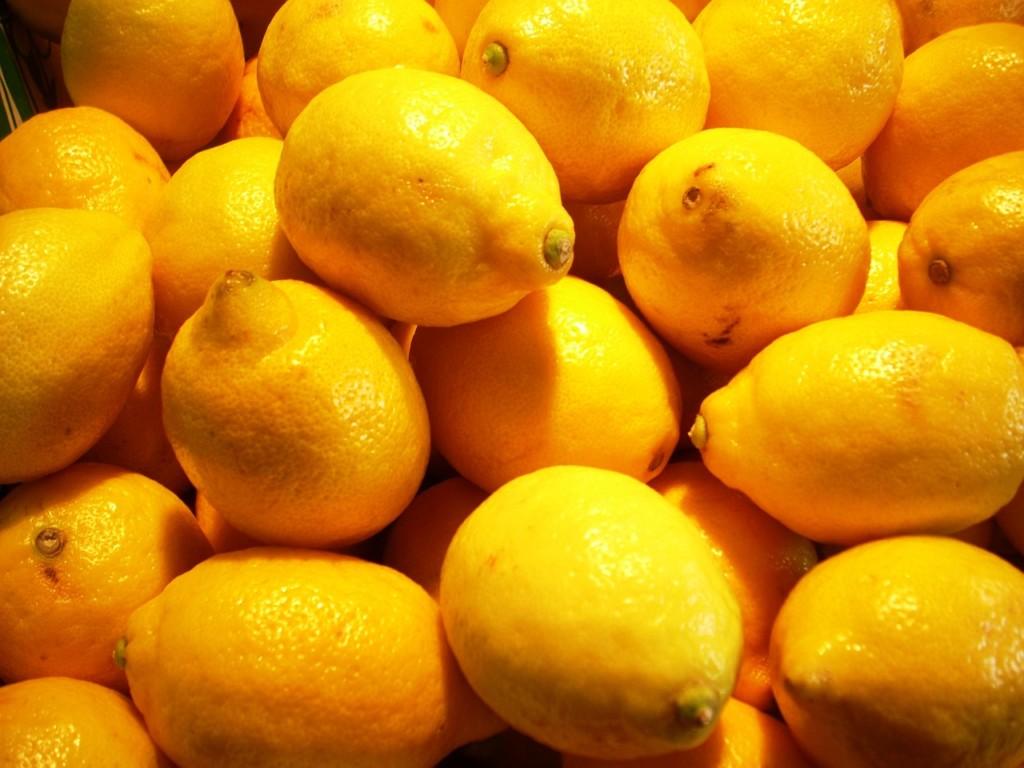 citrony - Jak zatočit s lupy? Máme pro vás ozkoušené babské rady!