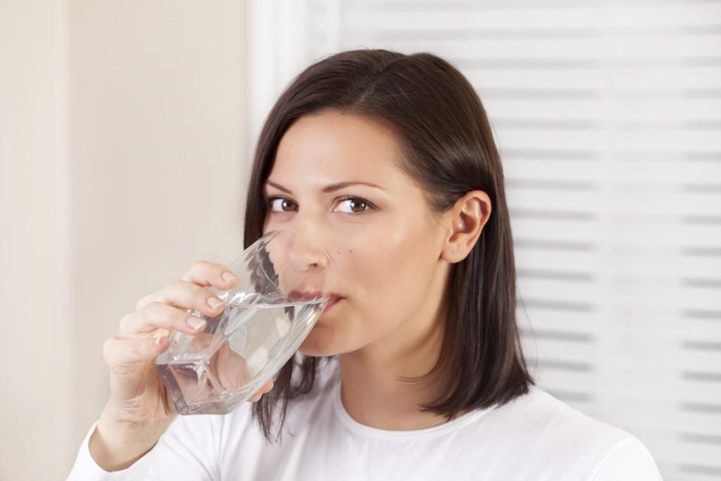 dodrzovat-pitny-rezim - Detoxikace a očista organismu hravě zatočí s jarní únavou