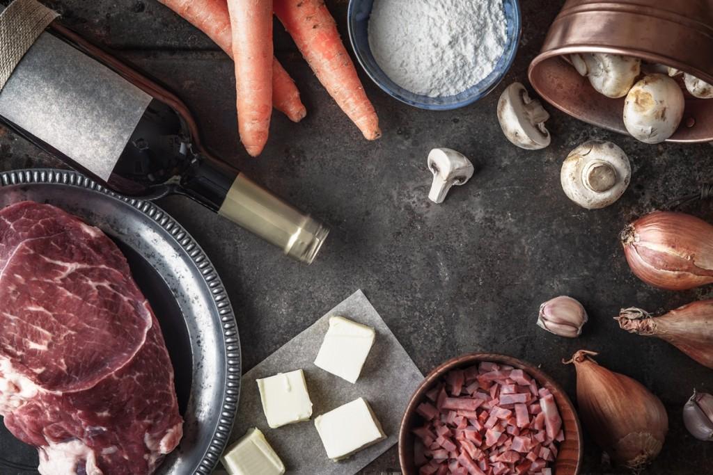 ingredience - Hovězí bourguignon s blanšírovanými šalotkami a restovanými žampiony
