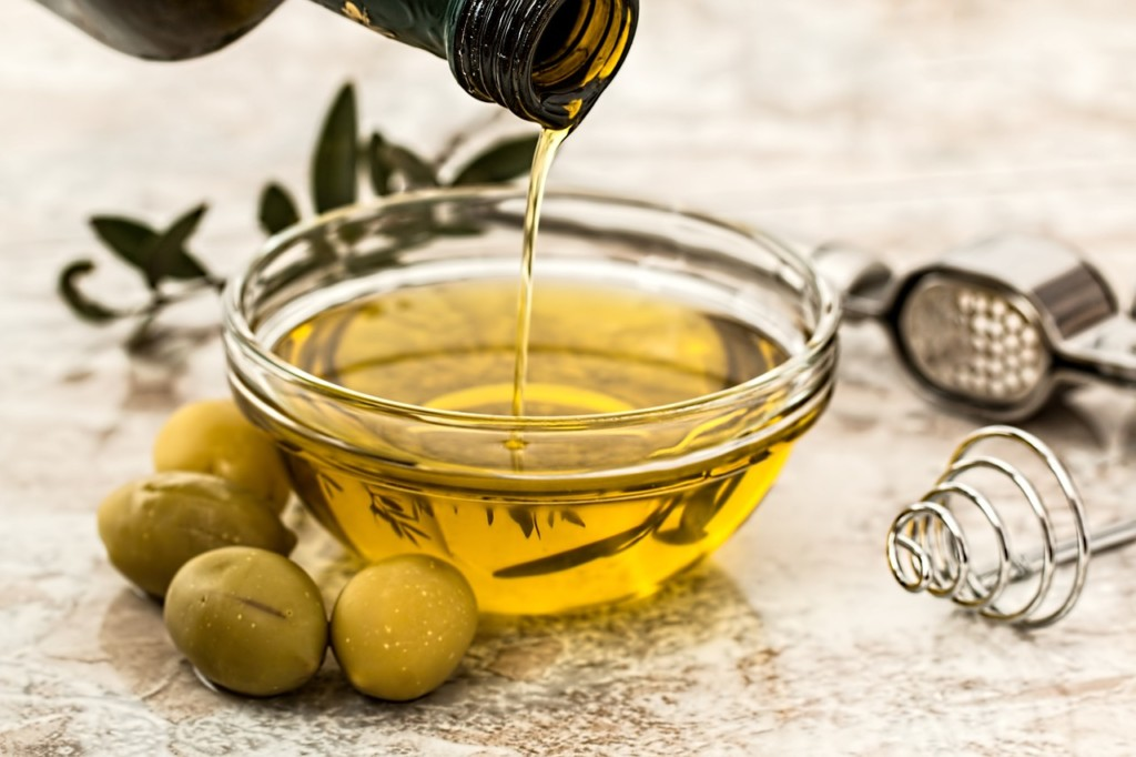 olivovy-olej - 15 babských rad, které pomohou zatočit se zácpou