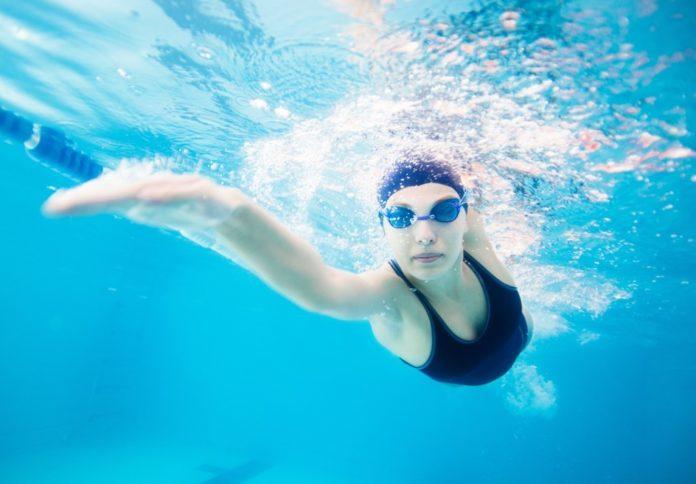 Věděli jste, že plavání urychluje hubnutí? Musí se ale vědět, jak na to!