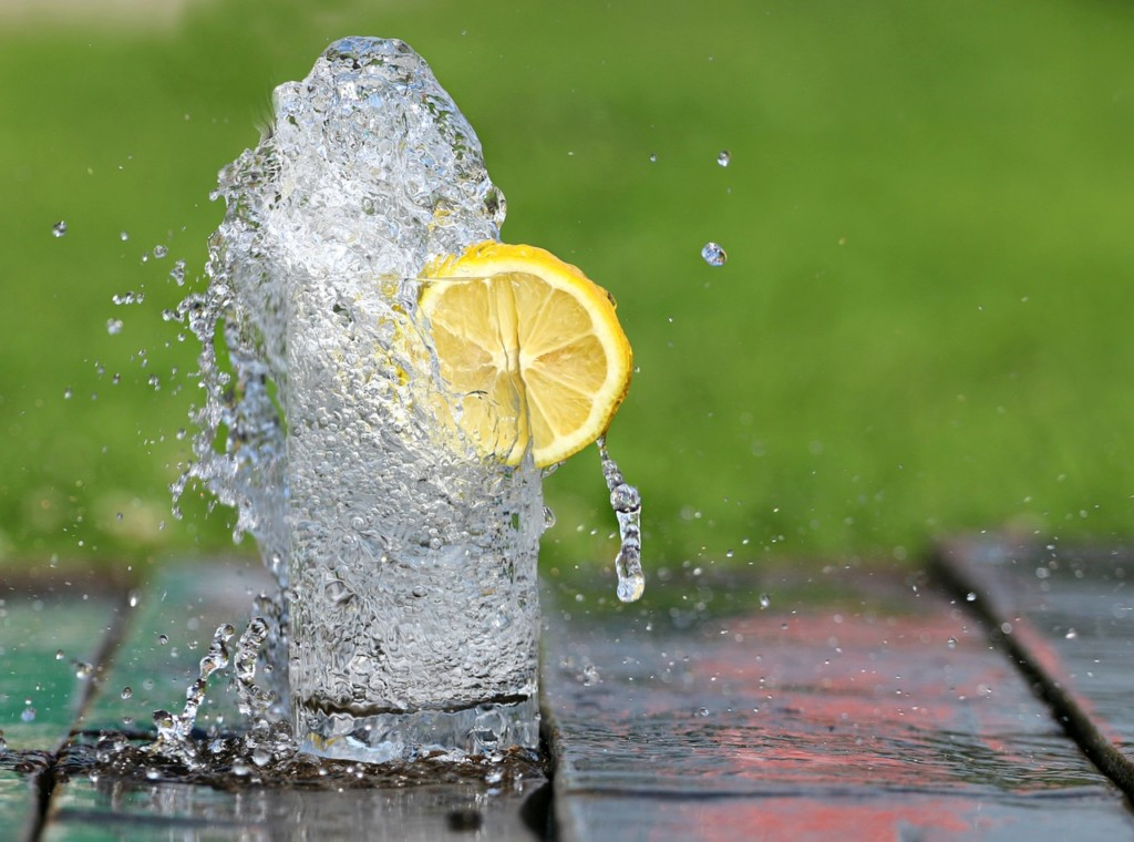 voda-s-citronem-1 - 12 nejlepších triků pro snadné hubnutí, které musíte ještě letos vyzkoušet
